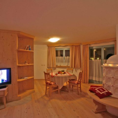 """Comfortable living-room (stube), with local larch floor; on your right side, you can find the typical ladin stove (mussa), 32"""" sat tv, wireless internet connection"""